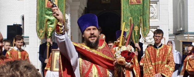 В ХРАМЕ ВСЕХ СВЯТЫХ, В ЗЕМЛЕ РУССКОЙ ПРОСИЯВШИХ, СОСТОЯЛАСЬ ДЕТСКАЯ ПАСХАЛЬНАЯ ЛИТУРГИЯ И КРЕСТНЫЙ ХОД