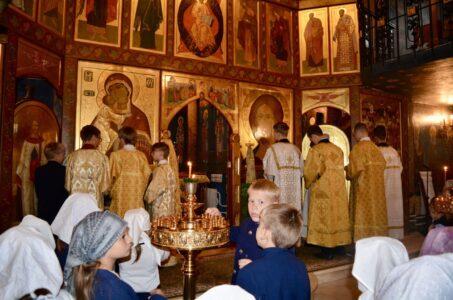 В ХРАМЕ ПРАВОСЛАВНОЙ ГИМНАЗИИ СОСТОЯЛАСЬ ДЕТСКАЯ БОЖЕСТВЕННАЯ ЛИТУРГИЯ